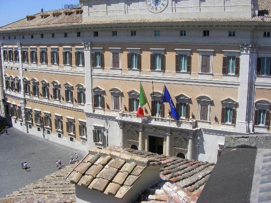 Colonna Palace Hotel: View towards Camera dei Deputati from Roof