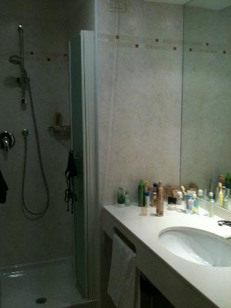 Hotel Des Bains Terme: Bad mit Dusche