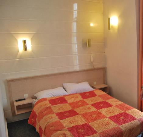 Hotel Flor Rivoli: Le lit
