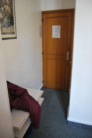 Hotel Flor Rivoli: L'entrée de la chambre