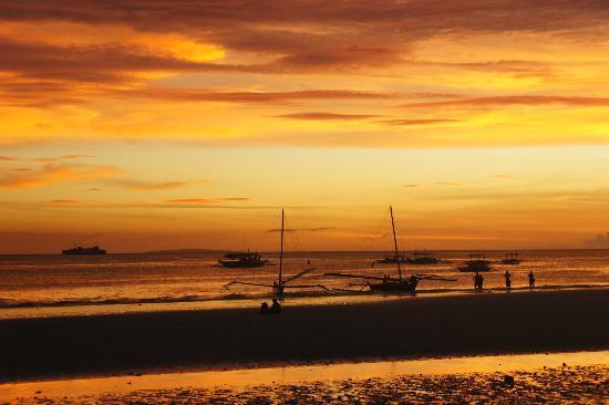 White Beach: sunset3