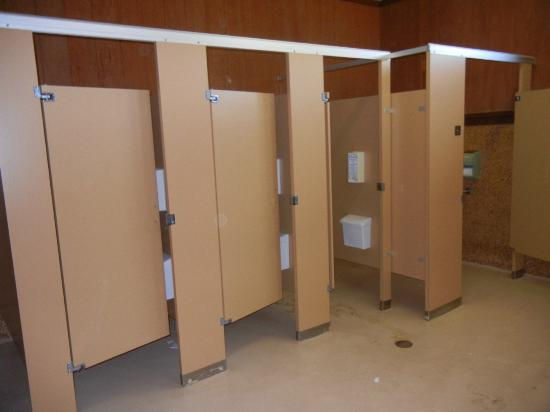 Adventure Bound Camping Resort - Cape Cod : Women's restroom