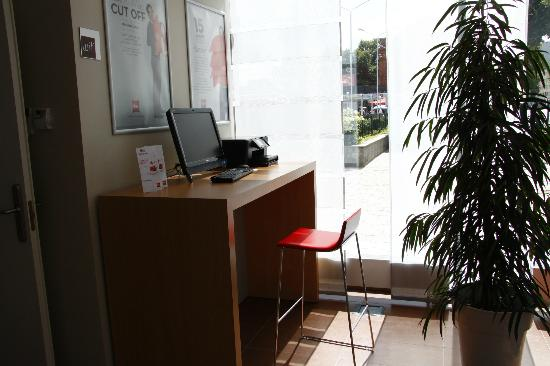 Ibis Kaunas Centre: Internet corner with printer