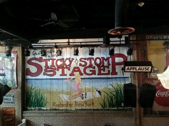 Sticky Lips Pit BBQ: Interior