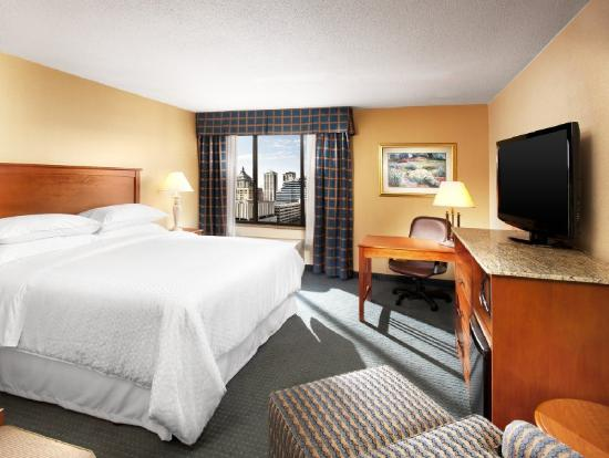 Four Points by Sheraton Peoria Downtown: King Guest Room