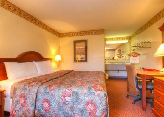 Econo Lodge Research Triangle Park: King