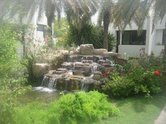 Dubai Marine Beach Resort and Spa: Grounds