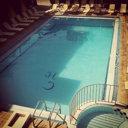 Canadian Hotel: Swimming Pool