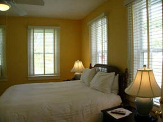 Three Stallion Inn: Guest Room