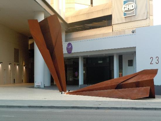 Perth Ambassador Hotel: Obj near hotel