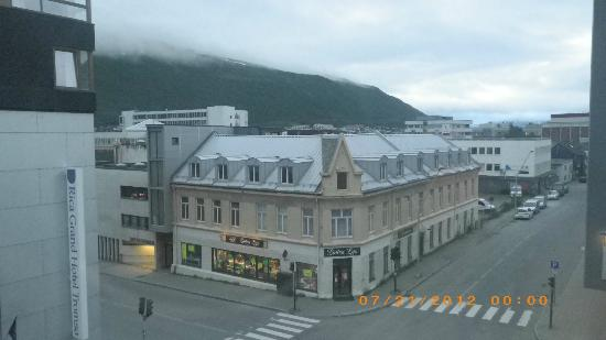 Enter City Hotel: Midnight sun - behind the clouds :-)