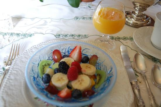 Elmwood Heritage Inn: Fruit Bowl