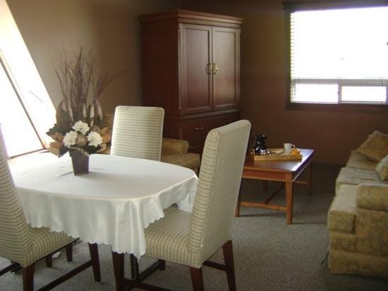 Talbot Trail Inn & Suites : talbot trail inn