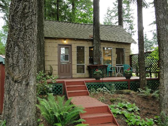 The Roaring River Bed & Breakfast: Herb's Cabin