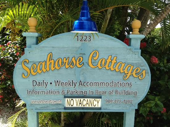 Seahorse Cottages: Welcome sign