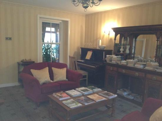 Sheedy's Country House Hotel: The library