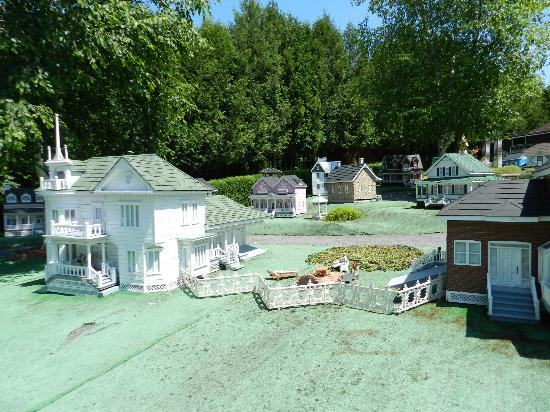 Village Miniature Baillargeon