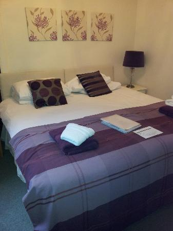 Corran Guest House: Double room-private bathroom