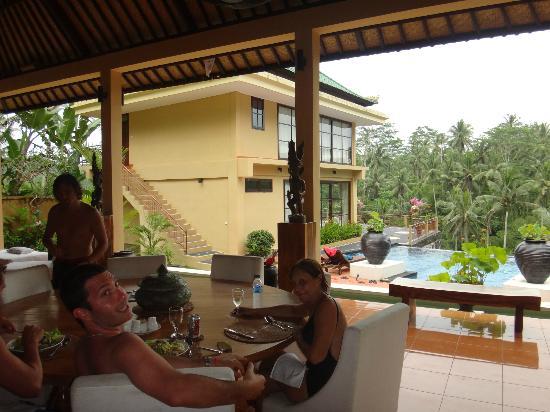 Villa Selat: VISTA DESDE LUGAR DE DESAYUNO HACIA LA PISCINA