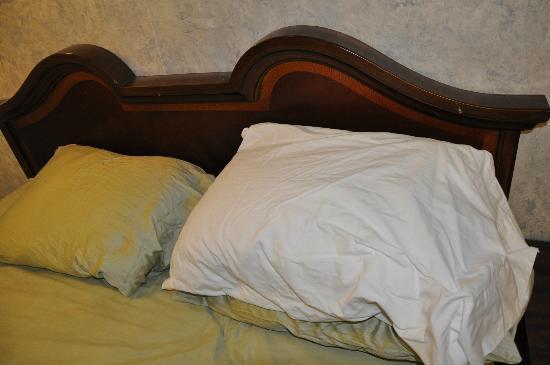 Falls Motel: Oreillers et draps froissés