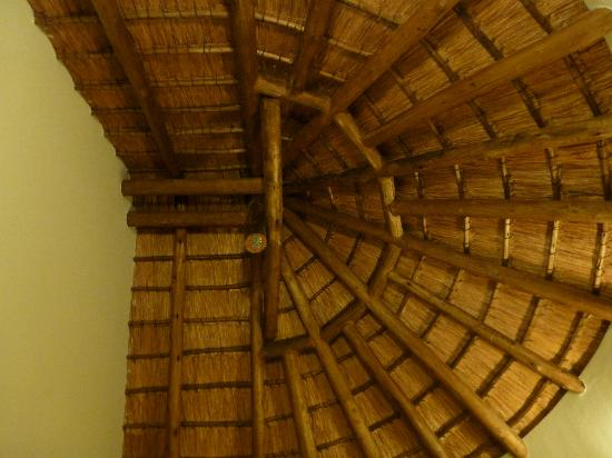 Mopani Rest Camp: Thatched roof