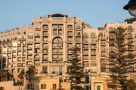 Le Meridien St. Julians: The hotel front