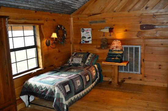 Pappy's Paradise Bed & Breakfast: Loft at The Cabin