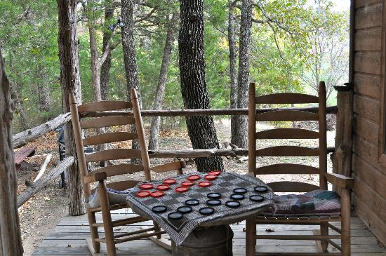 Pappy's Paradise Bed & Breakfast: Front porch at The Cabin