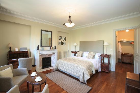 La Villa De Mazamet : Deluxe Bedroom