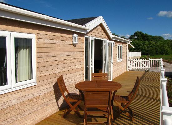 Mercia Marina Lodges: Rowan veranda