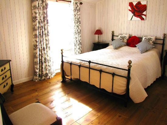 Mercia Marina Lodges: Rowan master bedroom