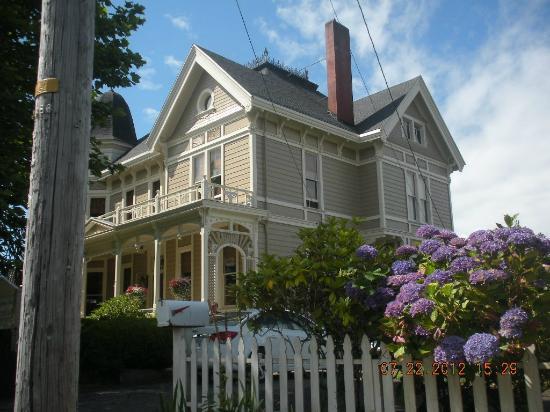 Benjamin Young Inn: Exterior
