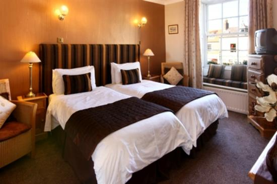 Martineau Guest House: Village View, a beautiful twin room with a window seat overlooking the village