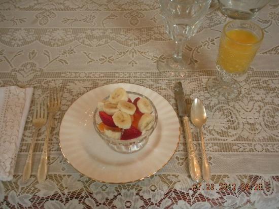 Benjamin Young Inn: seasonal friut and OJ