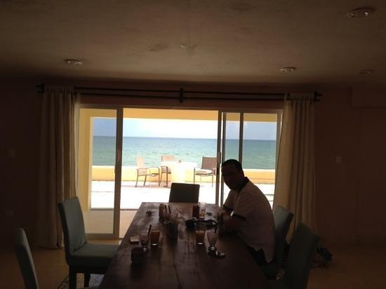 Flamingos Inn: Breakfast by the Gulf