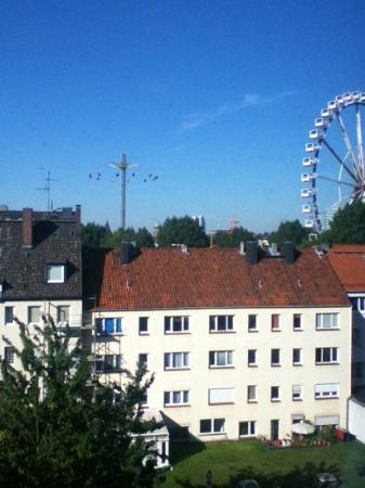 Holiday Inn Express Hamburg - St. Pauli Messe: view from room back of hotel