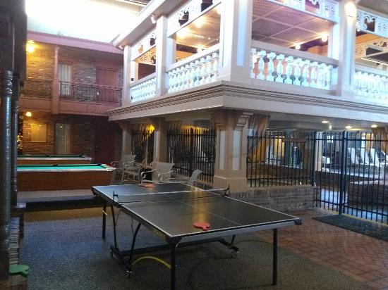 Clarion Hotel and Conference Center: Ping Pong and Pool Table!