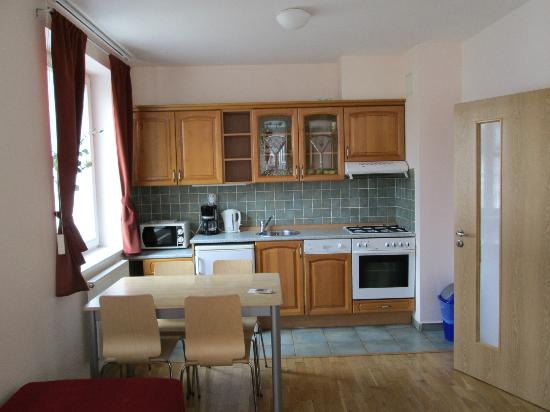 Capital Apartments: Kitchen in 3 persons studio apartment