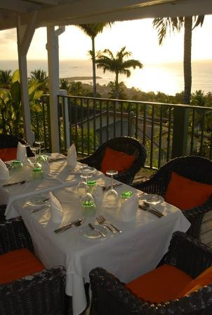 Trade Winds Hotel: Sunset view from the Bay House Restaurant