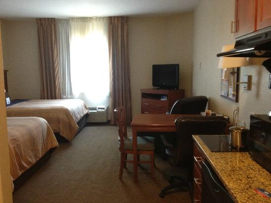 Candlewood Suites Lexington: 2 comfy queen size beds