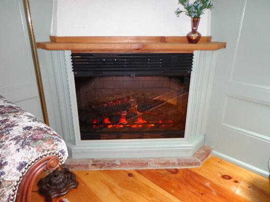 Mariner King Inn: Fireplace