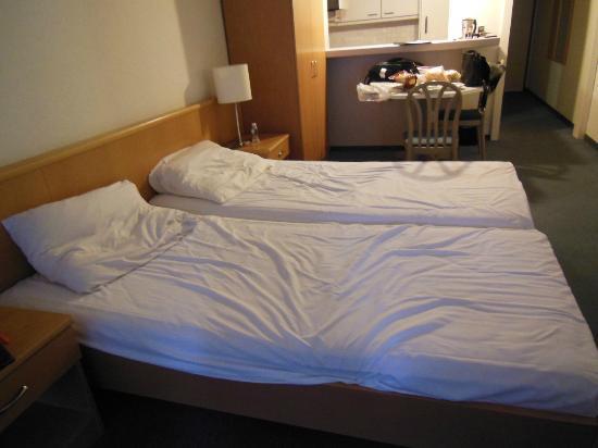 Utoring An der Reuss: Bed and Dining