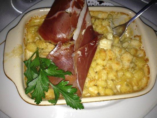Le Cosi : Gratin de pattes gorgonzola et prizuttu