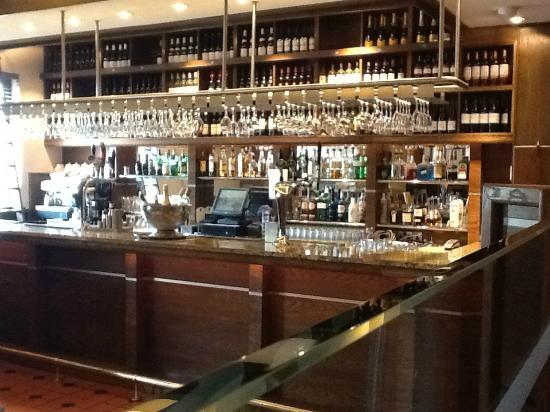 Horseshoe & Saddlers: Wine Bar