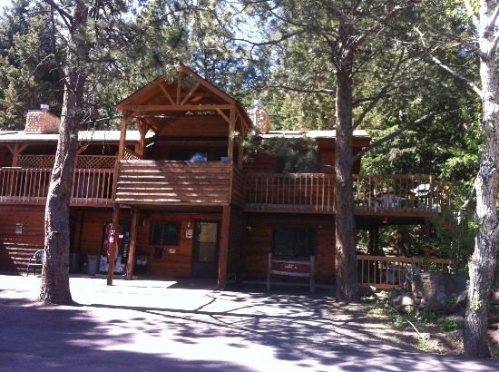 Streamside on Fall River : Shooting star cabin
