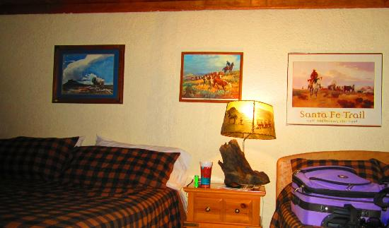 Cimarron Inn and RV Park: Our room decor