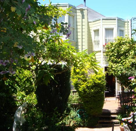 Union Street Inn: Looking back at the house from the garden