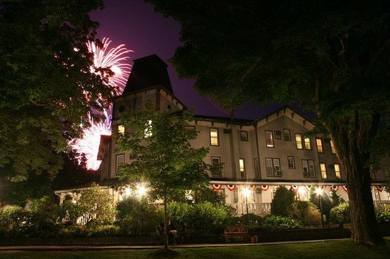 The Riverside Inn: July 4th Celebration
