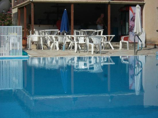 Katelios Studios: pool bar