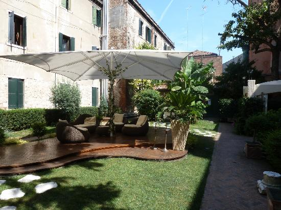Abbazia Deluxe : Garden of sister hotel - you can have breakfast here.